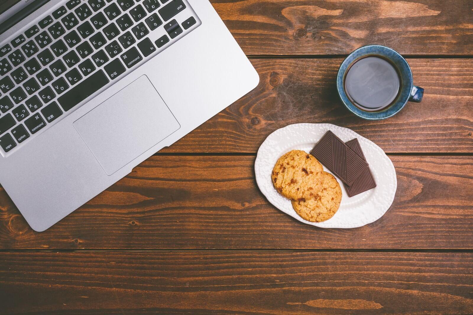 パソコンとお菓子