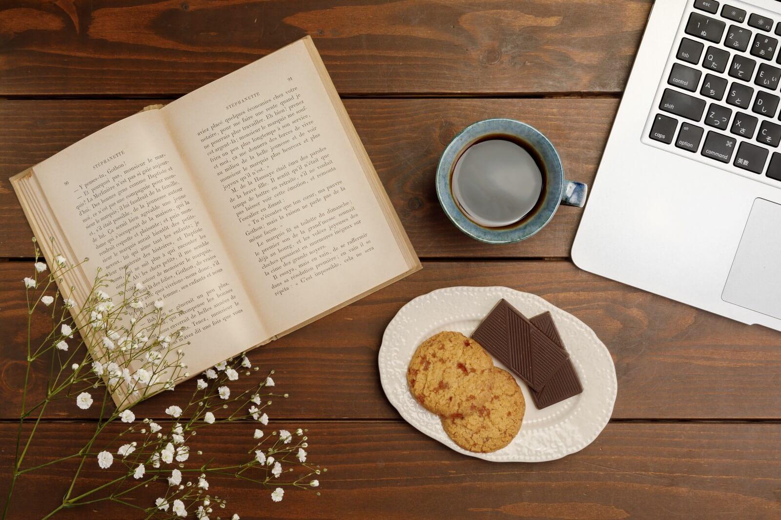 本とクッキー