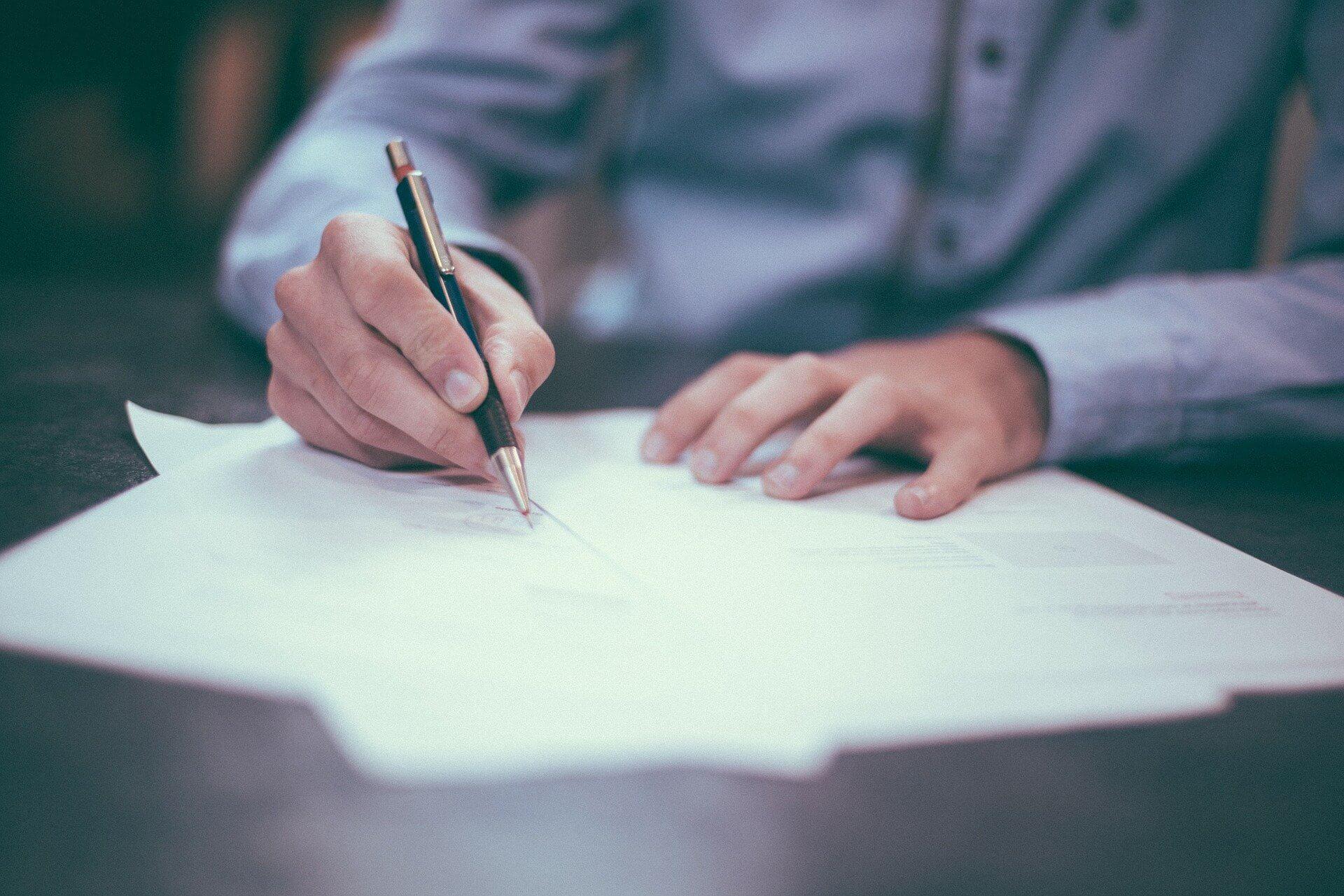 看護師免許の氏名変更申請書の記入中