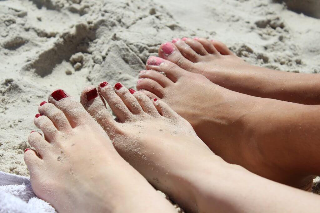 正しく切った足の爪