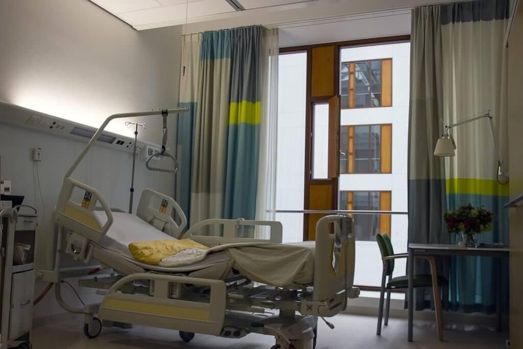 病棟のベッド